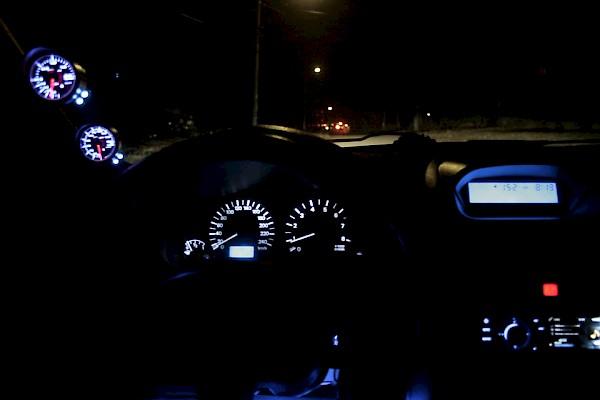 Фото на аву в машине ночью с заднего кресла